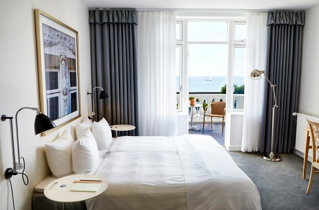 Superior room with view