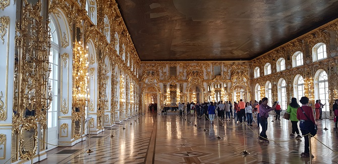 One of the many beautifully decorated rooms in Catherine's Palace