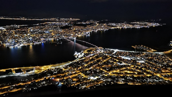 Tromso at night s 1